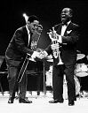 10571126